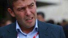 Страхил Ангелов не е бунтарят-ренегат, още по-малко пък политическият ни Чък Норис
