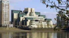 Кристофър Стийл е бивш служител на британското външно разузнаване MI6, прекарал дълги години на мисия в Русия
