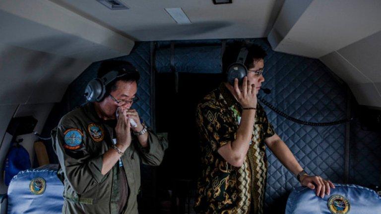 """Точно между Коледа и Нова година на 2014-та, самолет на нискотарифната компания АirAsia изчезна след навлизане в """"супер буря"""". Този петък Discovery Channel пуска чисто нов документален филм за случилото се - и то само няколко месеца по-късно"""