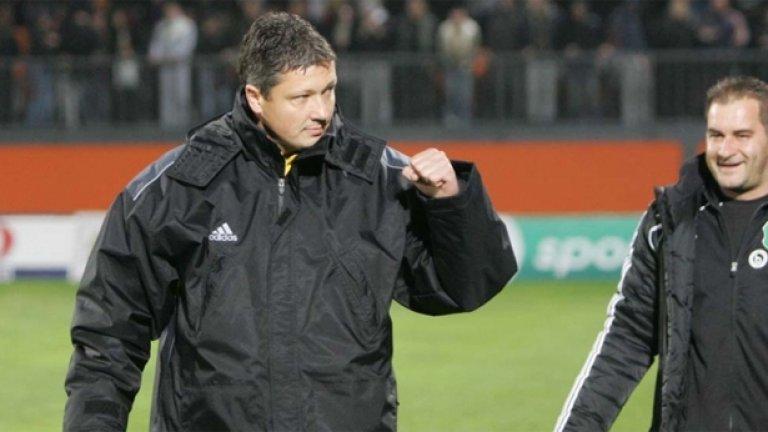 На 1 ноември шампионът с Литекс Любослав Пенев бе представен официално за нов национален селекционер на България
