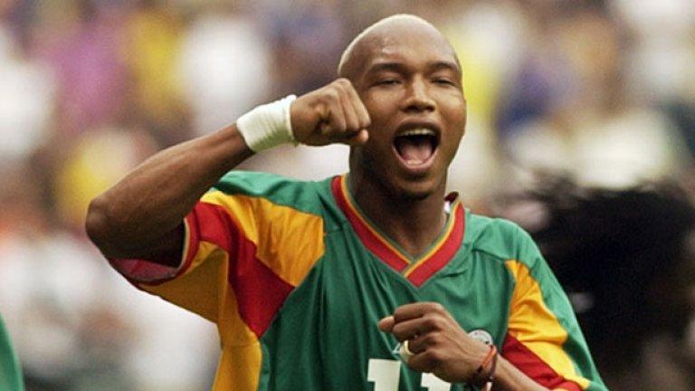 Ел Хаджи Диуф Сенегалецът обича да плюе по съперниците си и феновете, да се кара с мениджърите, с които работи, да вдига скандали на съотборниците си и винаги да поставя себе си пред отбора. В началото на кариерата му той беше трансферна цел на най-големите отбори в Европа, а днес вече е омразна фигура, която само цапа пейзажа на което и да е първенство, а дори и мразещите го фенове вече спряха да му обръщат внимание.