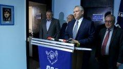 """Партийният лидер Румен Христов заяви, че коалицияте е успяла да спре """"похода на БСП към властта"""", и коментира, че най-вероятно на много места в страната тя ще съществува и за местните избори."""