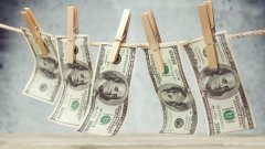 Немалка част от документите показват трансфери на пари към компании, които съществуват само на хартия