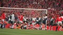 Ерик Кантона бележи победния гол за Манчестър Юнайтед на финала през 1996