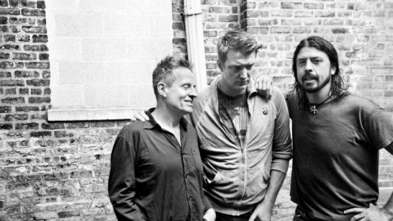 Джош Хом е част и от супергрупата Them Crooked Vultures заедно с Дейв Грол от Foo Fighters и Джон Пол Джоунс от Led Zeppelin