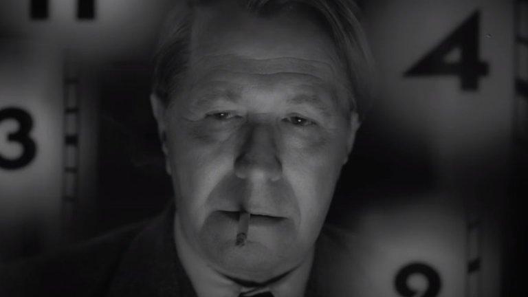 """""""Манк"""" (Mank) Къде: Netflix Кога: 4 декември  Дейвид Финчър. Гари Олдман. Историята зад сценария на """"Гражданинът Кейн"""". Какво повече да искаме? Новият филм на култовия режисьор (""""Боен клуб"""", """"Седем"""") ни пренася десетилетия назад, за да ни срещне с Херман Манкевич - човекът, който написва """"Гражданинът Кейн"""", и проблемите между него и Орсън Уелс около създаването на филма.  Чернобялата стилистика, изпипаният дизайн на Стария Холивуд и изтъкваните изпълнения на Олдман и Аманда Сейфрид са допълнителни причини да изгледате новата творба на Финчър."""