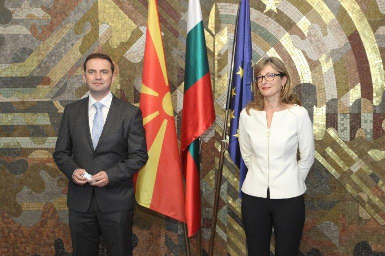 Екатерина Захариева с външния министър на Македония Буяр Османи