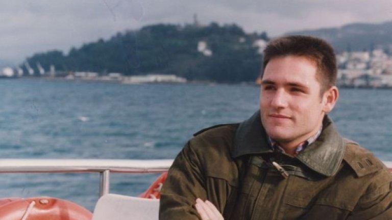 Сантяго Канисарес на разходка с лодка край Виго.