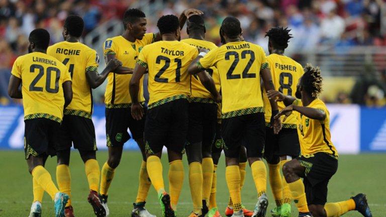 Ямайка вече не е футболно джудже В най-голяма степен обаче този прогрес личи при тима на Ямайка. Страната вече не е футболно джудже и го доказа, след като стигна до втори пореден финал в турнира. Миналият път отстрани САЩ в полуфиналите и загуби последния мач от Мексико, а сега стана обратното. Кой знае, може би третият път ще е на късмет за ямайците.
