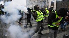 """Сблъсъци между полицията и протестиращи """"жълти жилетки"""" в Париж"""