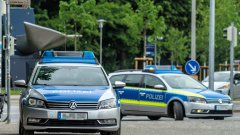 Мъж в Германия се вряза в група хора с автомобила си, има ранени