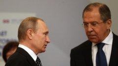 Външният министър Сергей Лавров (вдясно) предупреди, че подклаждането на антируски настроения ще развали двустранните отношения с Франция.