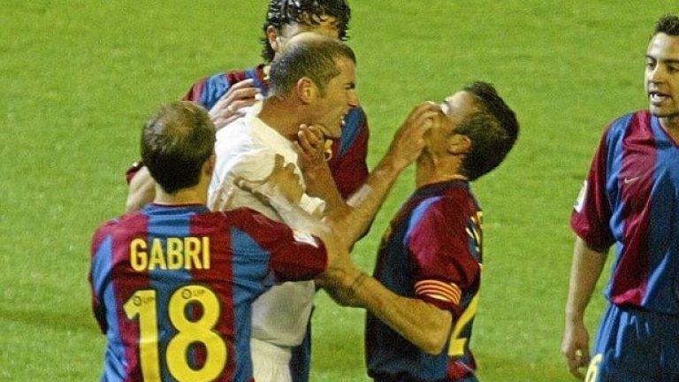 Полузащитник: Зинедин Зидан – от Ювентус в Реал Мадрид за 73,5 млн. евро, 2001 г. По подобие на Буфон, цената на Зидан е валидна 16 години по-късно. Един от най-великите, стъпвали някога на футболния терен, френският магьосник спечели всичко във футболната си кариера, а сега продължава да жъне трофеи и като треньор на Реал.