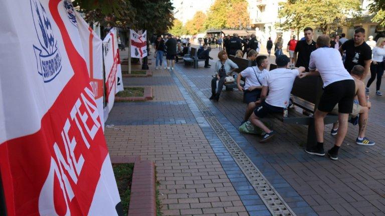 Британецът почина преди футболния мач България-Англия. Според полицията причината е употреба на наркотици. Близките му обаче отказват да приемат тази версия като настояват за независимо разслеване.