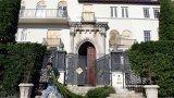 В различни пероди четирима души намират смъртта си в тази къща