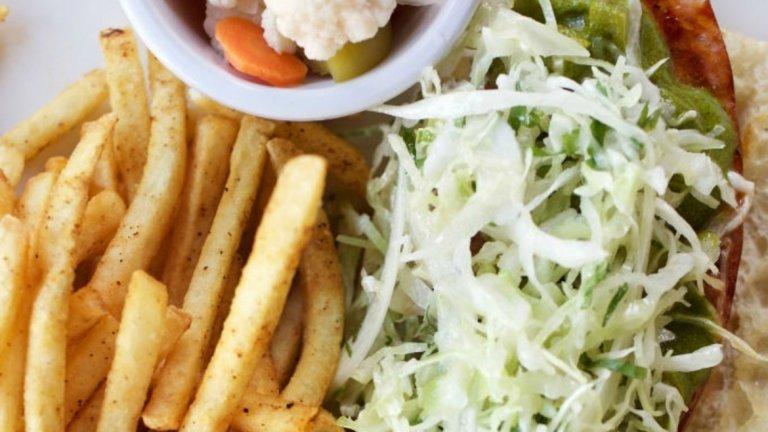 Аржентинският Чорипан се приготвя със салам чоризо. Той е особено характерен за цяла Латинска Америка. Традиционно се поднася върху хрупкав хляб със сос. Може да се добави пържено яйце и картофки за гарнитура.