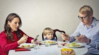 10 неща, които изискваме от децата, а и ние не можем