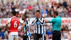 Изгонването на Александър Митрович срещу Арсенал бе само един от фрапантните червени картони този уикенд в Англия