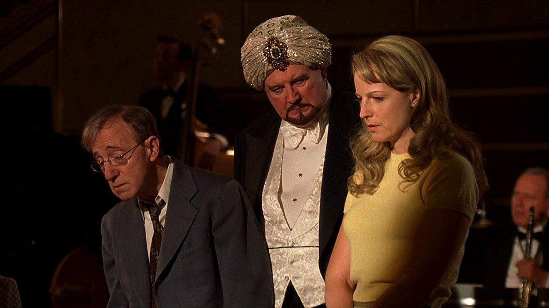 """""""Проклятието на скорпиона"""" Има нещо уникално готино в този иначе не толкова популярен и минал под радара филм. С поклон към ноар жанра, с много ирония и на фона на един стар и величествен Ню Йорк, този филм води зрителите из дебрите на детективските истории. Уди Алън бива принуден да изиграе главната роля - на застрахователния агент Бригс, след като няколко актьора му отказват. Срещу него застава младата и секси Хелън Хънт в ролята на новата му колежка. Привидно двамата не се харесват, макар както Алън учи своите зрители многократно, това всъщност да значи именно обратното. Двамата започват разследване на серия от кражби, без да разбират, че самите те са извършителите, заради клопката поставена им от зъл хипнотизатор. Ноар с елементи на любов, този ироничен филм е оценен години по-късно и голяма част от феновете на Алън го харесват днес."""