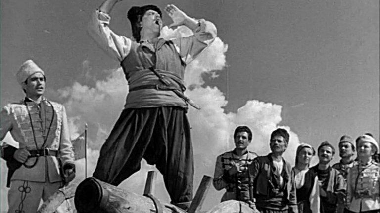 """""""Под Игото"""" Филмът по едноименния роман на Иван Вазов показва подготовката за Априлското въстание в село Бяла черква. От романа са пренесени само най-интересните образи като Бойчо Огнянов, Рада Госпожина и Боримечката, които показват силата на българския дух преди Освобождението."""