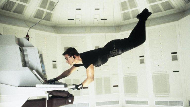 """Филмът на режисьора Брайън Де Палма от 1996 г. е продължение на сериала, а Джон Войт поема ролята на Джим Фелпс (изигран от Питър Грейвс в шоуто) - ръководител на екипа за невъзможни мисии. Тук той работи с нов екип, част от който е и вече легендарният Итън Хънт (Том Круз). Въпреки явните разлики със сериала, преминаването на """"Мисията: Невъзможна"""" към големия екран е безспорен успех - до момента има излезли 6 филма, които са изкарали над 3 милиарда долара в световния боксофис. Предстоят още два, а вероятно и много други, стига Том Круз все още има желание да играе Хънт и да прави каскадите си."""