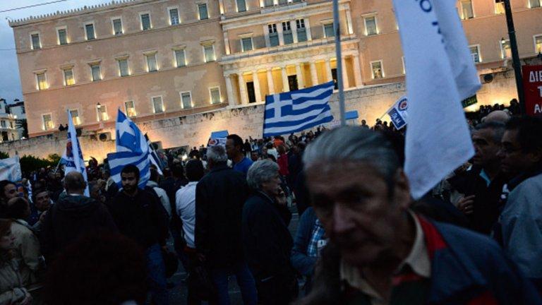 Страната, където протестите са почти ежедневие, трябва да изплати 7 млрд. долара дългове