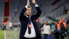 Ван дер Сар е избран от Юнайтед, но беше обещал да остане в Аякс