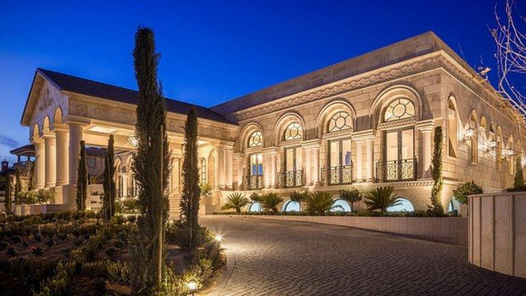 Пустинното имение за 10 милиона на Флойд Мейуедър