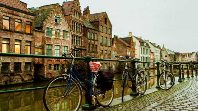Гент е град в северозападна Белгия, административен център на провинция Източна Фландрия и окръг Гент. Селището възниква при вливането на река Лейе в Схелде и през Средновековието се превръща в един от най-големите и богати градове на Северна Европа.