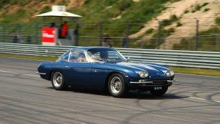 Lamborghini 350GT Този модел е първото Lamborghini, което се показва пред света на автоизложението в Женева през 1964 г. като съперник на Ferrari. Колата се появява с V12 двигател с 270 конски сили и съвсем резонно предизвиква силно впечатление сред журналисти и фенове. За съжаление са създадени само 120 бройки от този шедьовър, така че би било доста трудно да го прибавите към колекцията си с ретро автомобили.