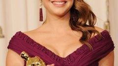 Натали Портман владее свободно 6 езика. Тя е и първият актьор, завършил Харвардския университет, който печели Оскар.