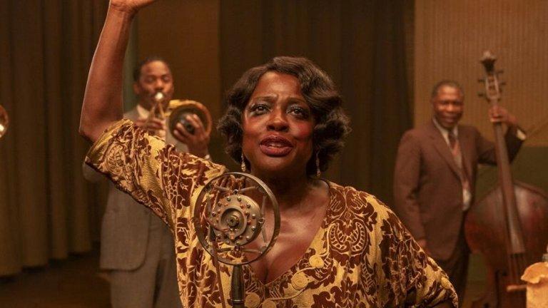 """Ma Rainy's Black Bottom Къде: Netflix Кога: 16 декември  Още един филм, който ще ни върне десетилетия назад, този път в 20-те години на миналия век. Една звукозаписна сесия се оказва по-напрегната от очакваното, когато легендарната """"Майка на блуса"""" Ма Рейни (Виола Дейвис) ще се конфронтира с мениджъра си за контрола над музиката ѝ.   И тук критиците заливат филма с аплодисменти, а специално внимание посмъртно получава Чадуик Босман (""""Черната пантера""""), за когото участието му във филма е последна роля."""