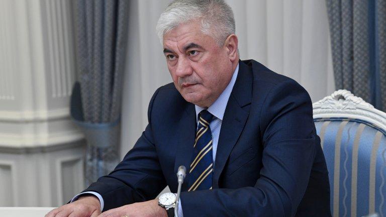 """Най-малко един журналист е бил задържан, обискирани са лични апартаменти, само часове след публикуването на текста в """"Проект"""" за вътрешния министър Владимир Колоколцев"""