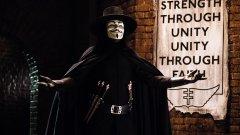 """V for Vendetta   Антиутопията на Уашовски събира в своите малко над два часа толкова много идеи, че ще е трудно всички те да бъдат изброени. Главният герой е V, просто V – мъж с маска на Гай Фокс, чиято цел е да събори тираничната власт и да раздаде справедливост.   Огромна част от мотивите във филма идват директно от Оруел – правителство, което нарочно избива народа си; постоянно следене и контрол над гражданите; висшият ешелон на властта и приближените й, които винаги са """"по-равни"""". Заслужава си гледането дори и само заради поредицата от култови реплики, изречени от V, сред които и че """"хората не трябва да се страхуват от правителствата си...""""."""