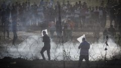 Напрежението между израелци и палестинци в Газа се изостря през последните месеци с мащабни протести, размяна на огън и десетки загинали.
