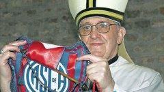 Папа Франциск е известен като голям футболен почитател