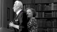 """""""Последната присъда""""  Откриването на """"Северно сияние"""" е днес в Дома на киното с екранизацията по романа на Кене Фант """"Последната присъда"""". Режисьор на филма е шведският класик Ян Троел, а действието се развива между 1933 и 1945 г.   На фокус са животът и кариерата на Торгни Сегерстед – журналист, редактор на вестник и яростен критик на Хитлер. На фона на историческите събития филмът обрисува сложния характер на Сегерстед и проследява взаимоотношенията между него, жена му, любовницата му и нейния съпруг, с когото са били близки приятели."""