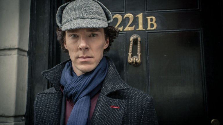 """Шерлок в сериала """"Шерлок"""", доктор Стрейндж във филмите на Marvel, Стивън Хокинг в Hawking, Виктор Франкенщайн във Frankenstein, Кан в """"Пропадане в мрака"""", дракона Смог и Некроманта в трилогията """"Хобит"""". Всичко това и още е Бенедикт Къмбърбач: носител на наградата за театрално изкуство """"Оливър"""" и награда """"Еми"""" (за """"Шерлок""""), номиниран е и за """"Оскар"""" (за Imitation Game), както и за редица други награди, сред които БАФТА и """"Златен глобус"""". От началото на своята кариера до ден днешен Къмбърбач продължава и да играе в театъра. Една от първите му роли е влизането му в женския образ Титания, Кралицата на феите, в Шекспировата постановка """"Сън в лятна нощ"""", когато е само на 13 години. За да е още по-непоносимо атрактивен, Бенедикт обича екстремните спортове като скачане с парашут и гмуркане, както и карането на мотори."""