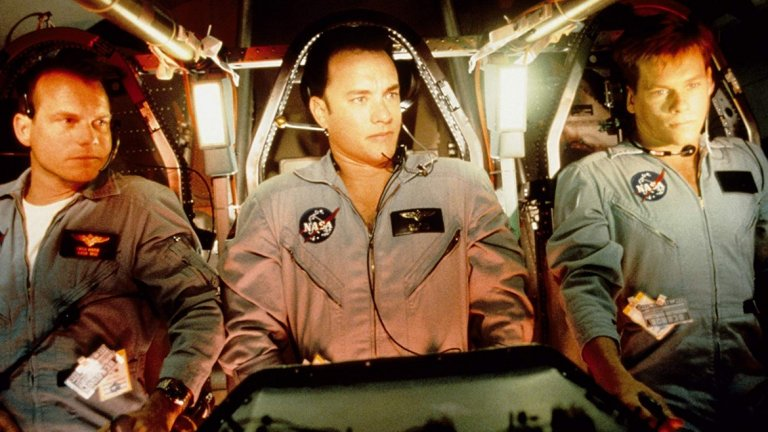 """""""Аполо 13""""   Далеч преди """"Към звездите"""" Пит е поканен да участва в друго космическо приключение - това на мисията Аполо 13. Ролята на астронавта Фред Хейз е предложена както на Брад Пит, така и на Джон Кюсак и Чарли Шийн, преди да отиде при Бил Пакстън. Пит отказва, за да вземе участие в трилъра """"Седем"""" на режисьора Дейвид Финчър."""