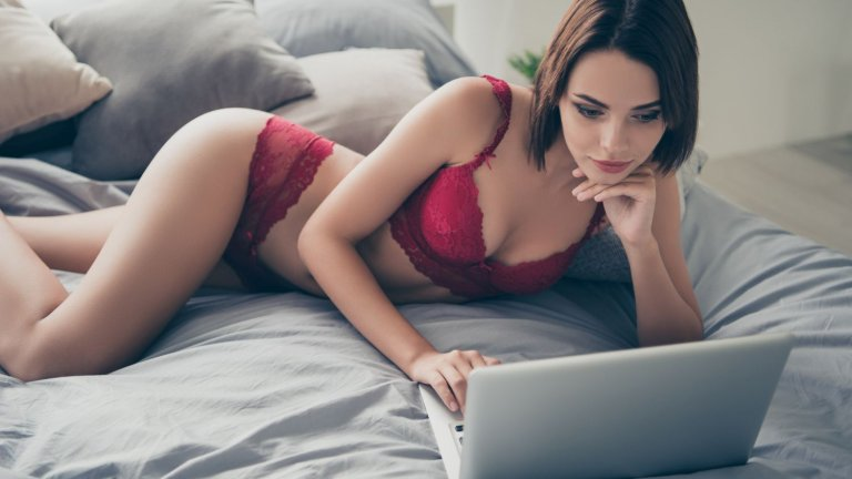 Сайтът ще забрани крайното сексуално съдържание през есента