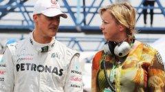 Сабине Кем влиза в екипа на Шумахер през 2000 г. И до днес тя е сред най-близките хора на семейството на Шумахер.