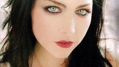 Ейми Лий от Evanescence е идол на безброй надеждни певици, композиторки и пианистки по света