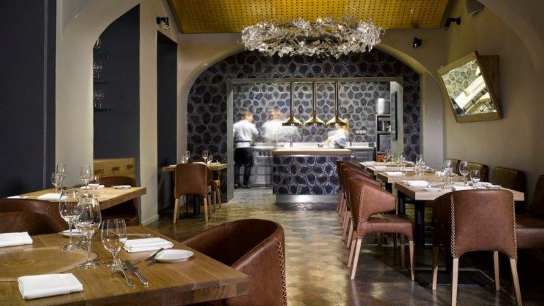 La Degustation Boheme Bourgeoise, Прага, Чехия   Ресторантът се намира в старата част на града и има три звезди Michelin. Кухнята е европейска и залага на деликатеси като охлюви, омари и дивеч. Вината са изцяло от местни производители.