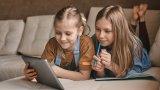 Уроци за справяне с мобилни устройства и за хората над 55 предоставя компанията