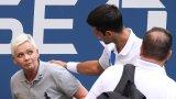 Новак Джокович бе дисквалифициран от US Open, след като, без да иска, запрати една топка по посока на съдийка на линията и я удари в гърлото