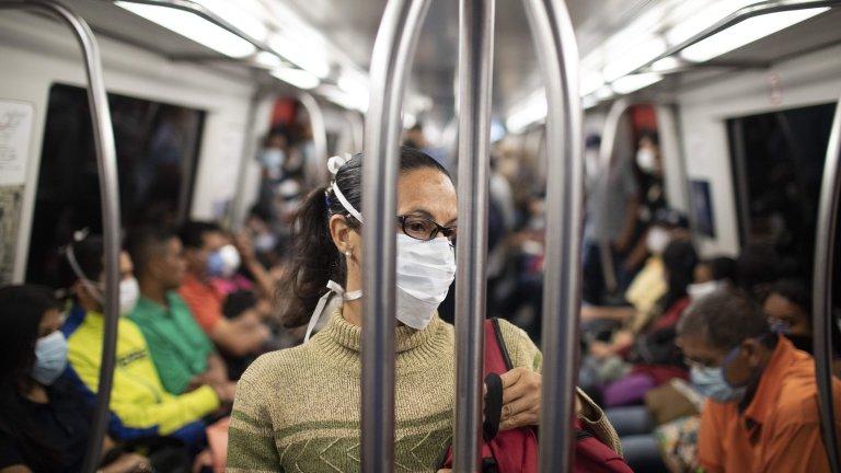 Най-добрата мярка остава социалната изолация, макар че отслабеният двигател на икономиката все пак изкарва някои хора навън, за да хванат метрото до работа