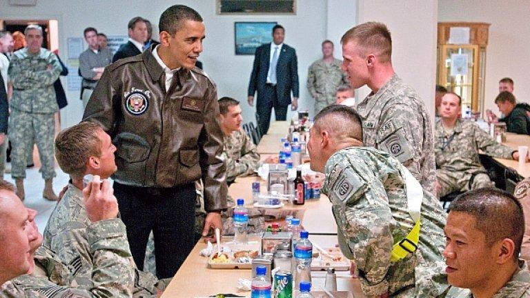 Президентът Барак Обама търпи огромен спад на одобрението си и заради войната в Афганистан, която - според последно социологическо проучване, американците смятат за загубена кауза