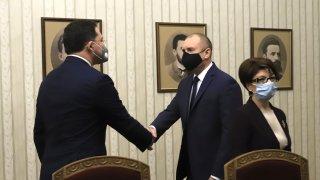Президентът Радев припомни за сложната обстановка в страната и заяви, че не няма как да бъде архитект на бъдеща опозиция или управление