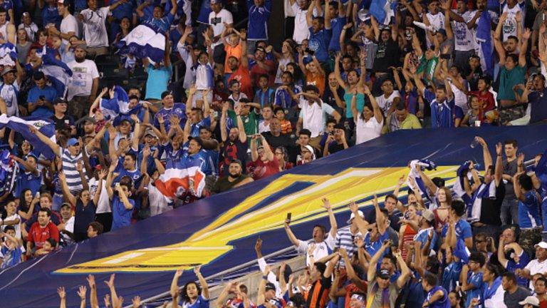 Футболът в КОНКАКАФ не спира да се развива В последните си няколко издания Голд къп показа, че футболът в зона КОНКАКАФ се развива положително – все повече отбори успяват да окажат съпротива на двата големи фаворита САЩ и Мексико, а това си пролича и на последния Мондиал в Бразилия, когато Коста Рика достигна четвъртфиналите. Да, нямаше толкова резултатни мачове, но конкуренцията в турнира се засилва, а футболът става все по-тактически. Отбори като Панама и Ел Салвадор също не са просто фигуранти, а играят своята роля в разпределянето на крайните позиции.