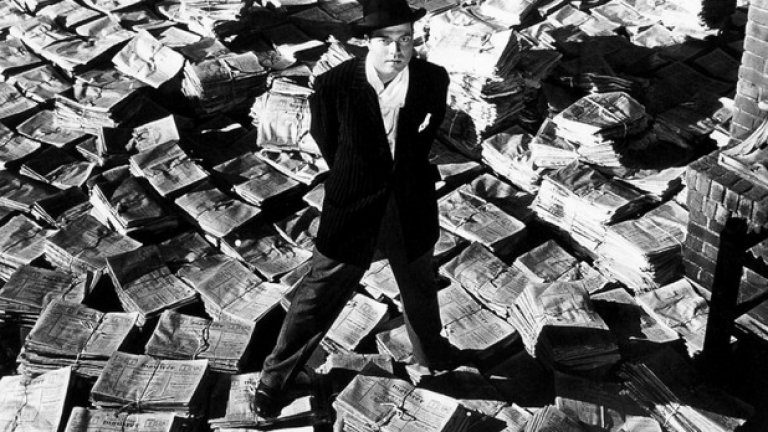 "Орсън Уелс пише сценария, режисира и играе главната роля в ""Гражданинът Кейн"""